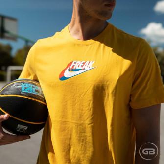 Nike Giannis Swoosh Freak T-Shirt ''University Gold''
